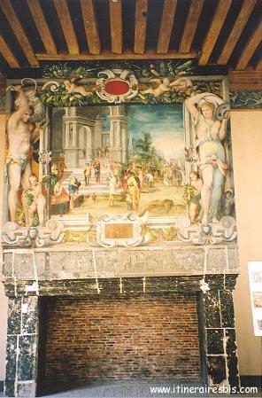 Cheminée peinte Ecouen à voir pendant la visite du château