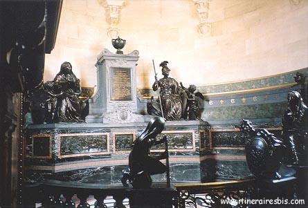 La crypte où sont conservés les cœurs que vous pouvez voir pendant une visite du château de Chantilly