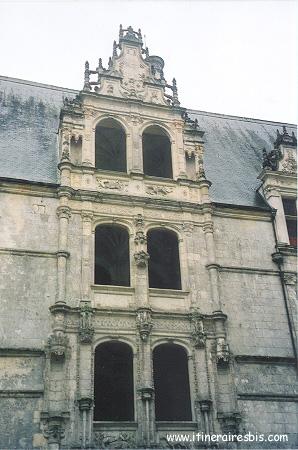 Escalier principal avec les armoiries de François 1er