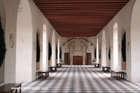 Château de Chenonceau la grande galerie qui enjambe la Loire