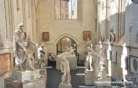 Salle où sont exposées quelques sculptures de David