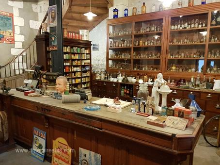 Musée des commerces d'autrefois: la pharmacie