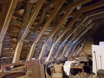 Château de Puymartin le grenier et le toit en lauze