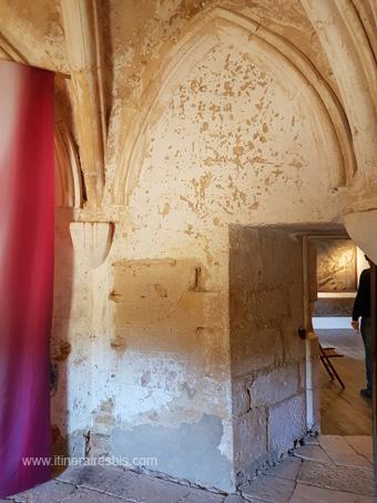 Château de Puymartin la chambre et l'endroit où aurait été emmurée la Dame Blanche